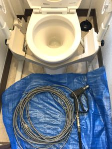 2階トイレの排水管に高圧洗浄使用と