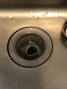 歪んだキッチン排水トラップ