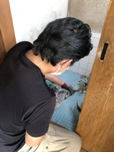 和式トイレ解体中
