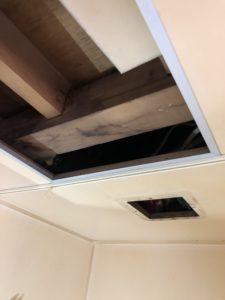 ユニットバス内の天井