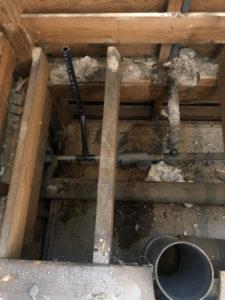給水管の取り出し位置を変更したところ
