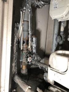 工事前の錆びた配管