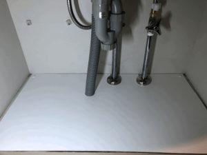 化粧板で補強した洗面台収納内