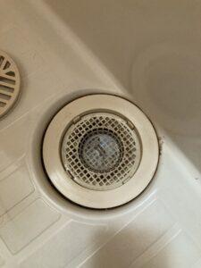 つまっている浴室排水口